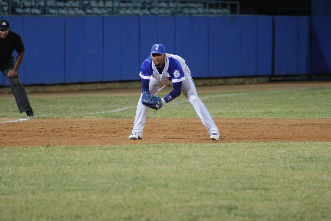 Yulieski Gourriel en tercera base