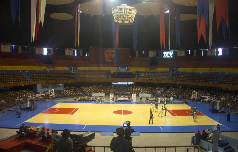Baloncesto cubano: «Silencio en las gradas»