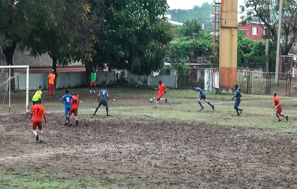 ¿Será el fútbol la nueva pasión de los santiagueros?