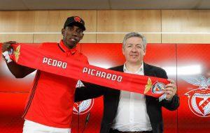 Pichardo con el club portugués Benfica
