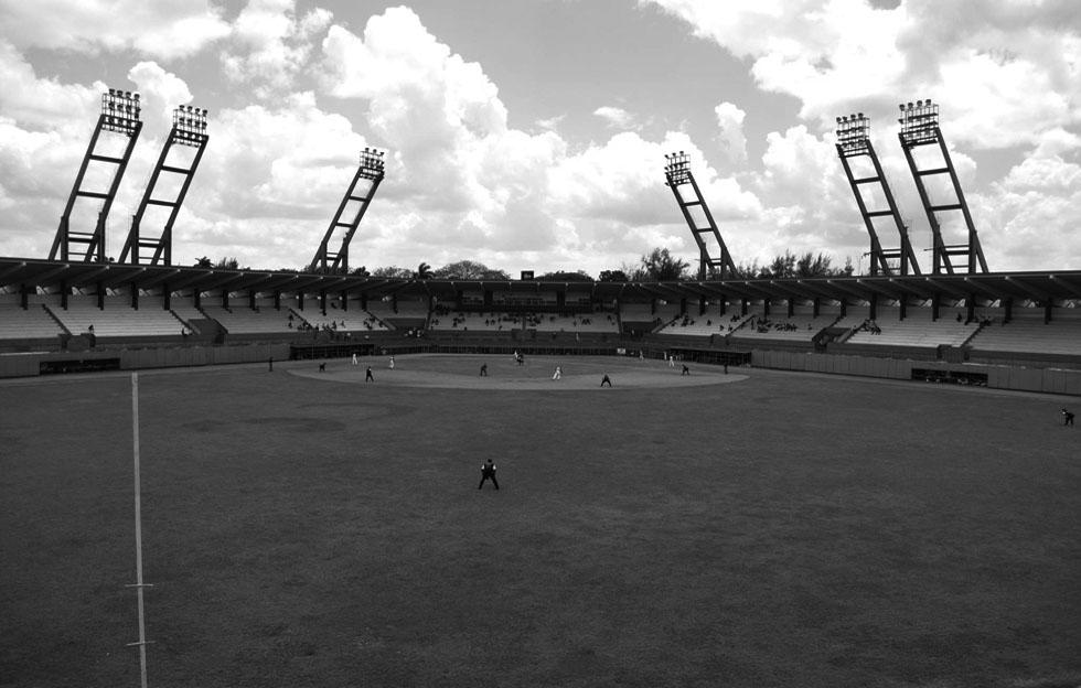 Estadio vacío en Cuba