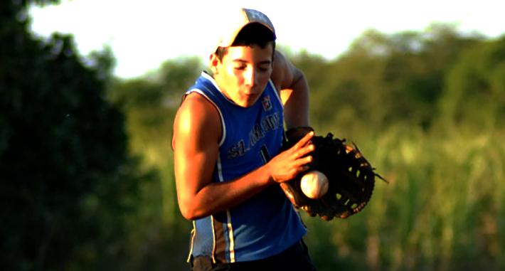 La pelota de manigua es, también, una de las tradiciones más arraigadas en los campos cubanos. Foto: Oscar Alfonso Sosa.