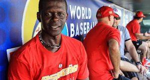 Remigio, durante el torneo clasificatorio al III Clásico Mundial de Béisbol, jugando por España. FOTO: Tomada de El Nuevo Herald.