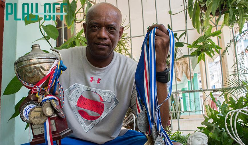 Luís Enrique Delisle, DT del equipo de balonmano de Cuba. Foto: Patrioti.