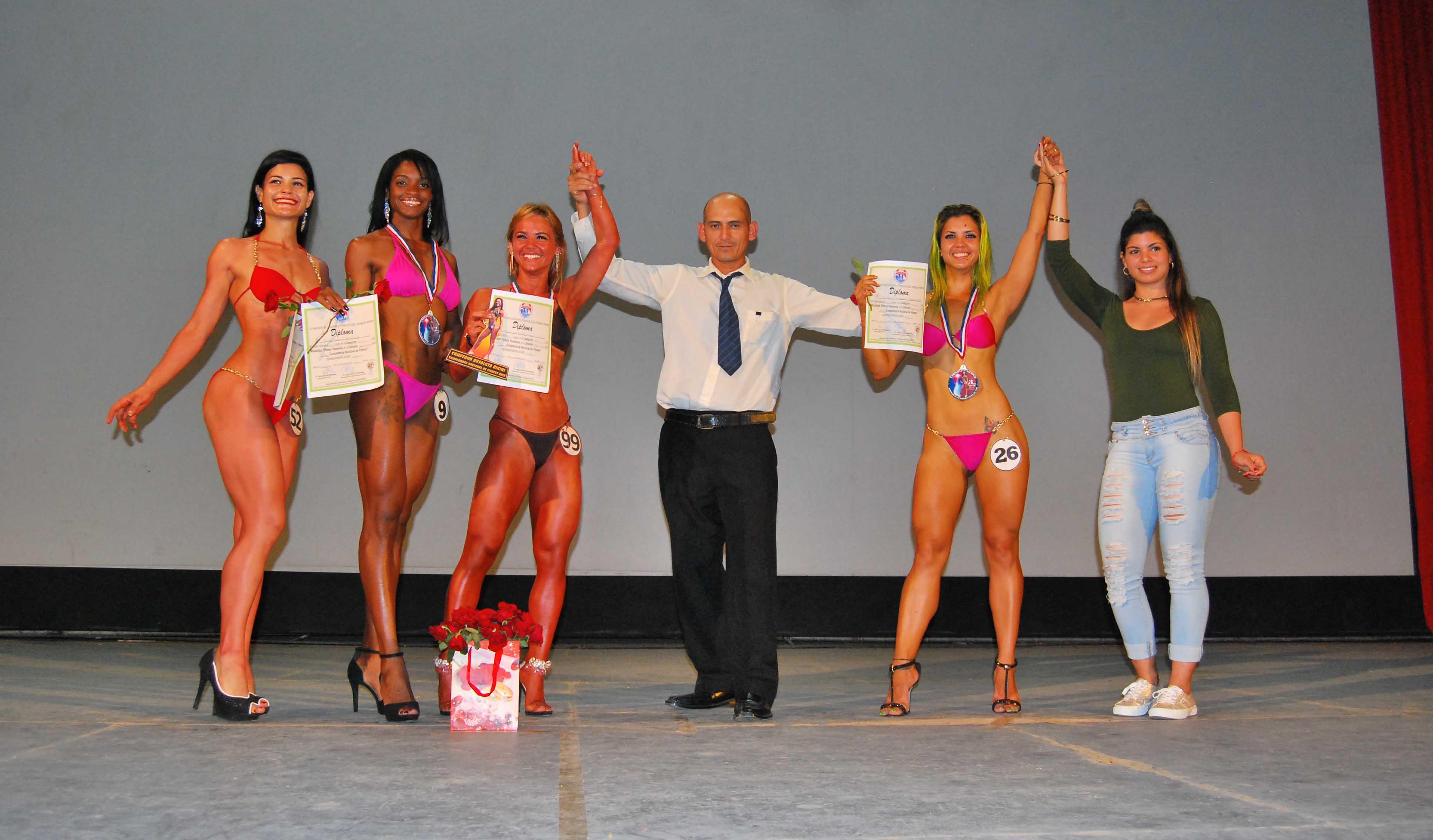 Premiación de atletas cienfuegueras.