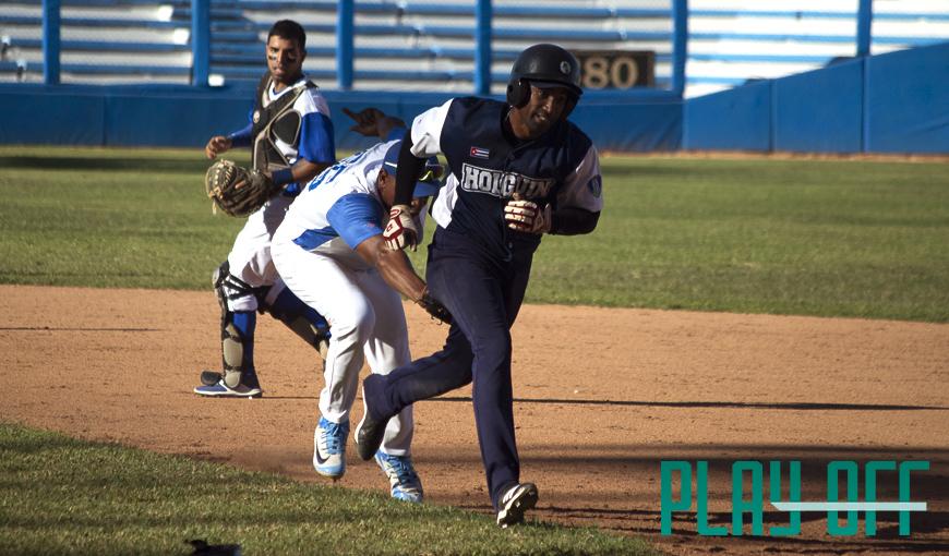 Maikel Cáceres ha sido uno de los mejores bateadores de la actual Serie Nacional de Béisbol. Foto: Patryoti