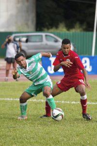 Dos futbolistas profesionales de Santos Laguna y Cuba.