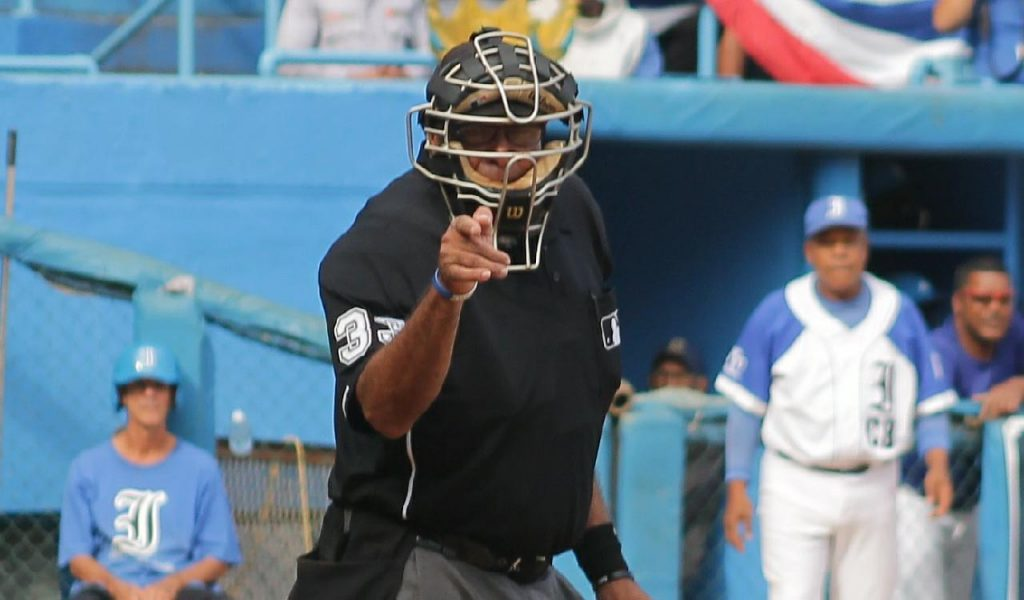 árbitro Luis Felipe Casañas