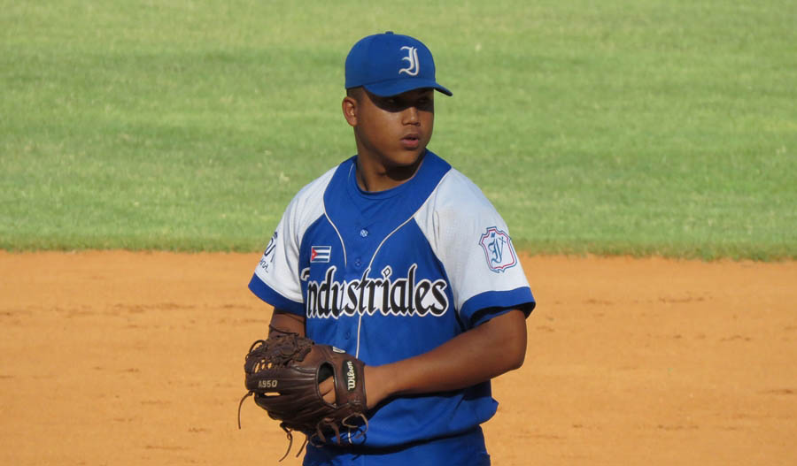 ¿Cómo Brayan Chi se ha convertido en uno de los lanzadores más talentosos del béisbol cubano?