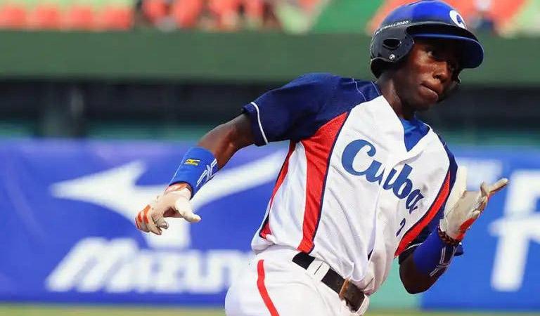 """Randy Arozarena: así jugaba el """"Cohete"""" en Cuba"""