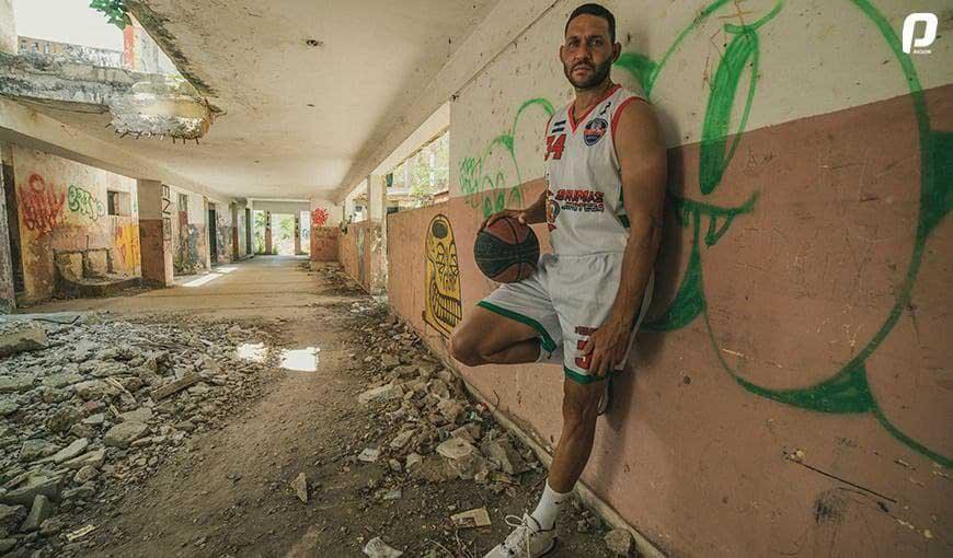 jugador de baloncesto cubano Orestes Torres