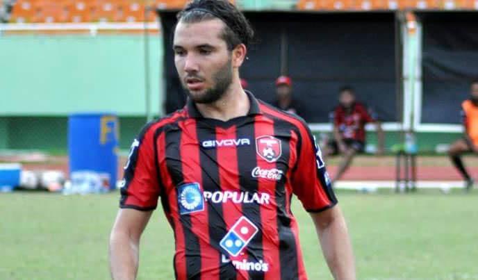 Futbolista cubano Roberto Peraza firma con Universidad O&M
